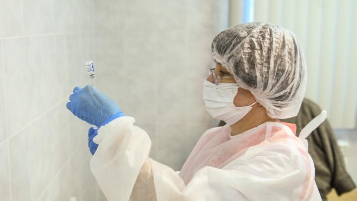 Власти объявили о новой волне вакцинации в Свердловской области. Прививать будут не от коронавируса