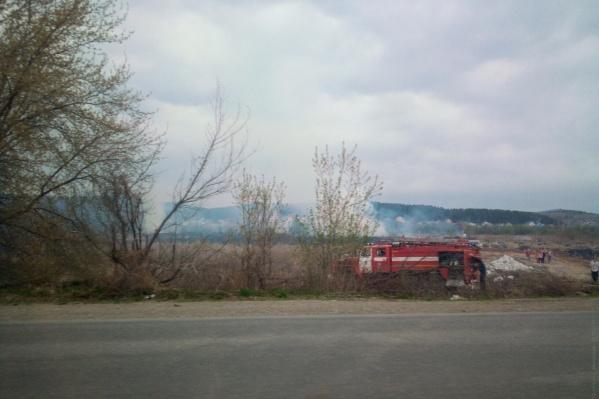 Локализовать возгорание возле Сыростана пока удается с трудом