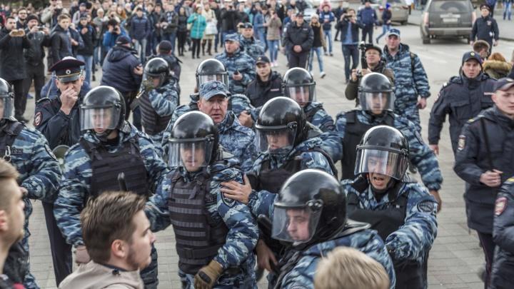 В Волгограде школьников предупреждают об опасности участия в незаконных акциях через родительские чаты
