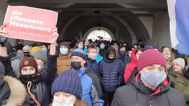 Сторонники Навального прошли шествием по Ярославлю — фото с центральных улиц