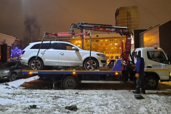 Автомобиль нашли на парковке около ресторана быстрого питания