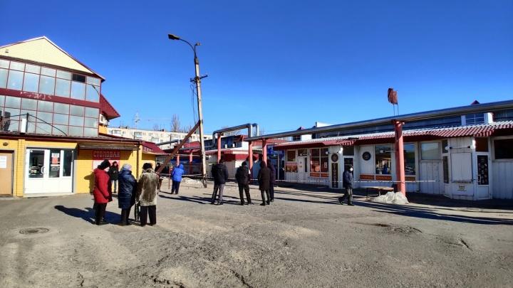 Пожар на Качинском рынке в Волгограде: торговцы штурмуют кабинет директора