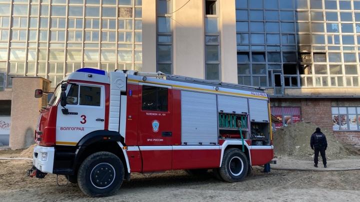 В Волгограде горит манеж физкультурной академии
