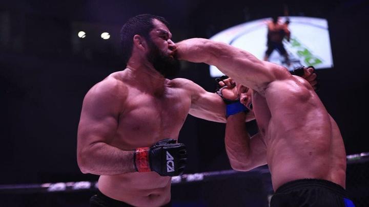 Уральский Халк Иван Штырков одержал победу над бойцом Муратом Гуговым на турнире в Питере