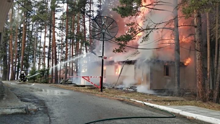 На базе отдыха «Таватуй» произошел пожар