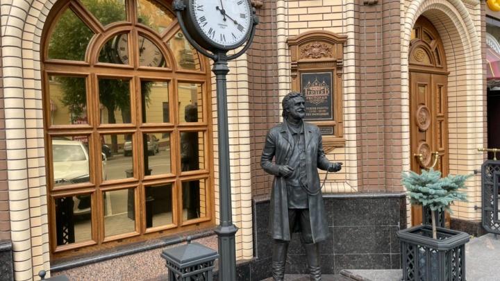 Омский предприниматель установил памятник своему расстрелянному прадеду