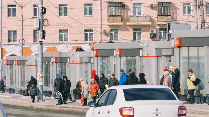 Мэрия Омска получила предупреждение из-за мест под теплые остановки, которые отдавали без торгов