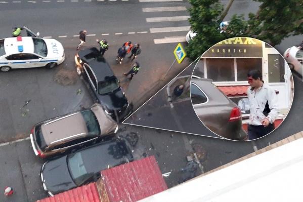 На фото — водитель иномарки, устроивший аварию. Он получил травму головы, но, не дождавшись врачей, уехал с места аварии
