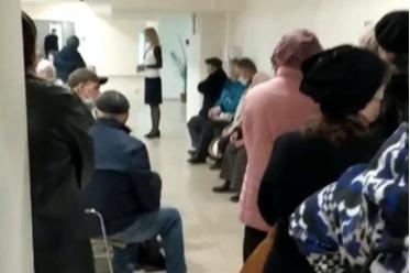 В соцзащите Краснодара из-за новых правил со льготными проездными скопилась очередь из пенсионеров