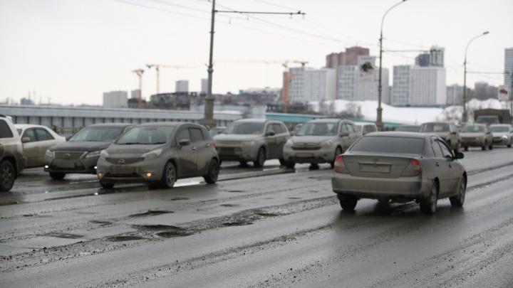 На сессии горсовета хотели сделать Локтю выговор за состояние дорог в Новосибирске, но не смогли