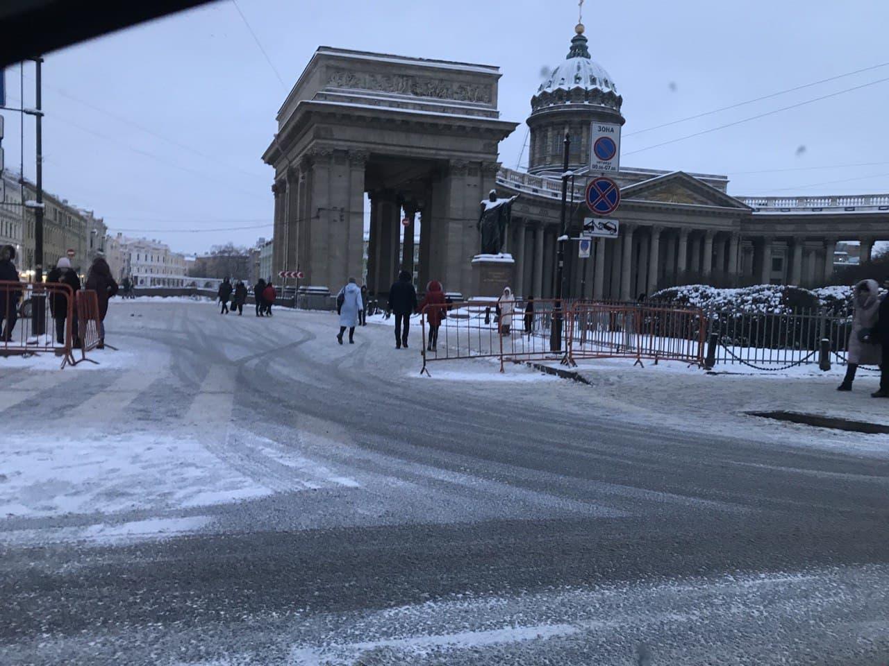 Угол Невского проспекта и набережной канала Грибоедова