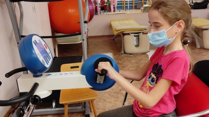 Год с начала терапии: как тюменской школьнице дорогое лекарство помогает справляться со СМА