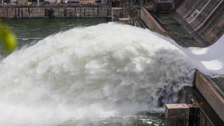 На следующей неделе ГЭС увеличит сброс воды до 8000 кубометров в секунду