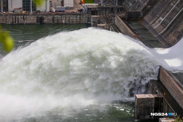 """Каждая тысяча кубометров сброса поднимает уровень воды на <nobr class=""""_"""">50 сантиметров</nobr>"""