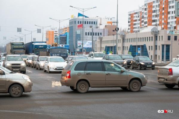 Один автомобиль обходится его владельцу в 2600 рублей ежегодно