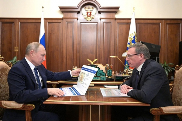 Бурков хорошо подготовился к встрече с Путиным. Он взял с собой альбом с проектом северного обхода