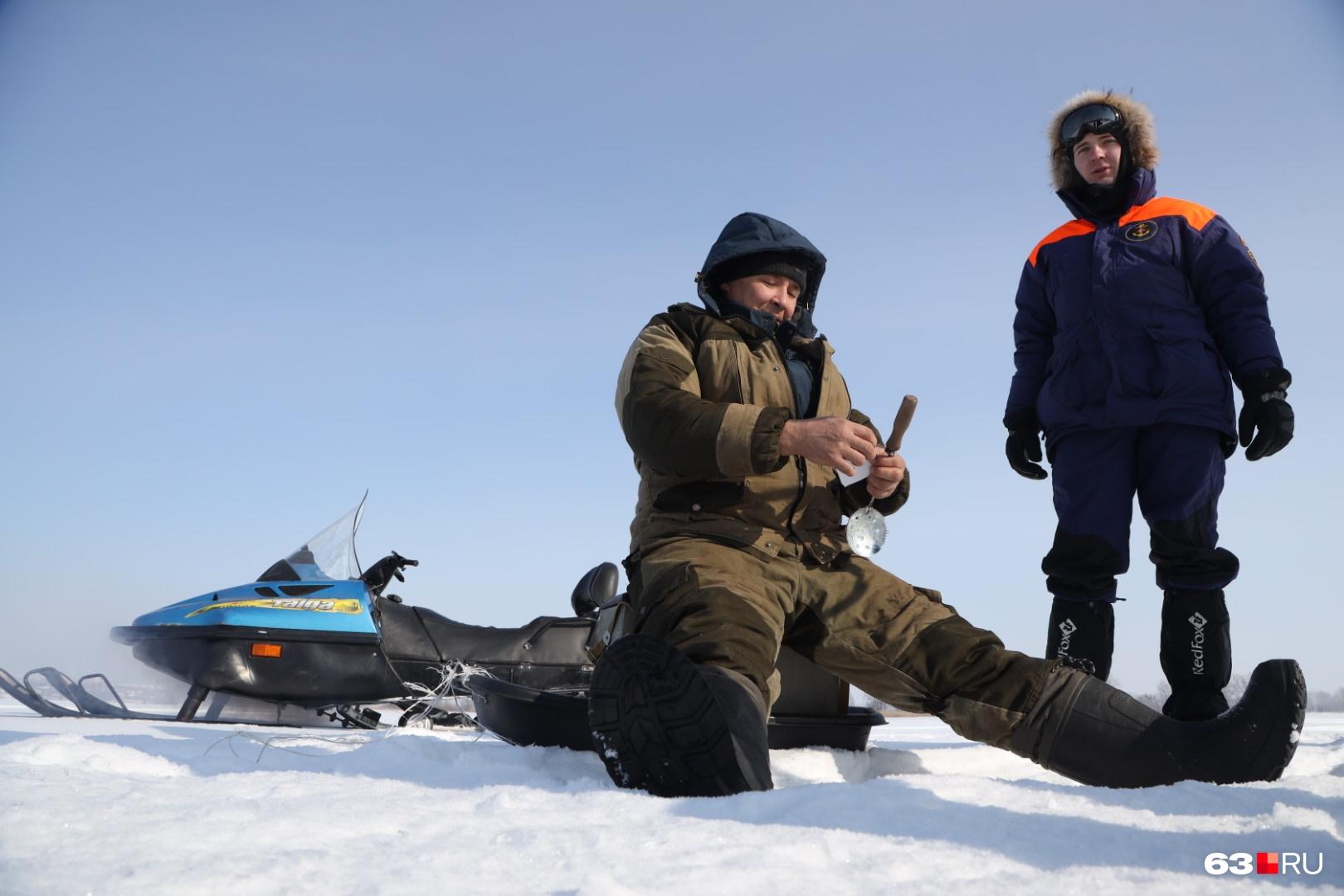 Большинство рыбаков правила помнили, но были не прочь послушать еще раз