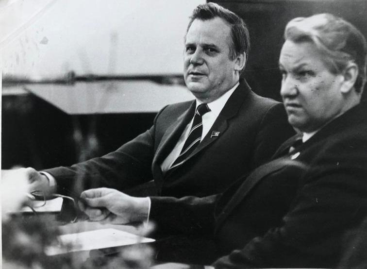 Борис Ельцин с Николаем Рыжковым (с 1985 по 1991 год — председатель Совета министров СССР), 1985 год