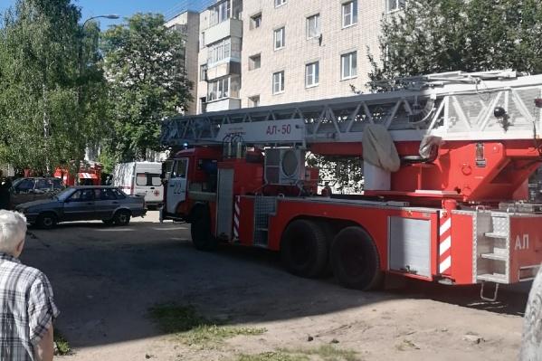 Пожар произошел в одной из квартир многоэтажки