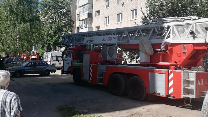 В Ярославской области во время пожара в многоэтажке погиб мужчина