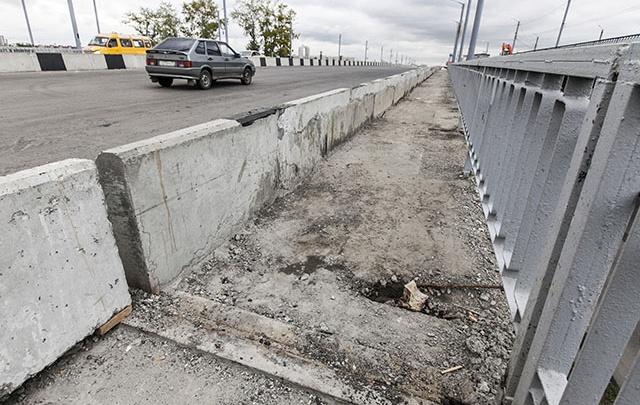В Волгограде спрятали сломанные перила Астраханского моста