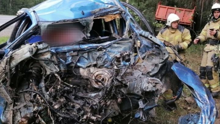 На трассе Челябинск — Екатеринбург Ford врезался в КАМАЗ. Водитель иномарки погиб