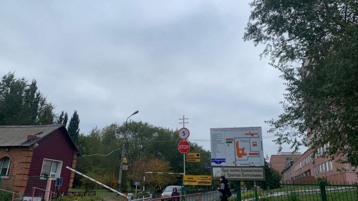 Возле больницы Кабанова произошла потасовка со стрельбой: из пистолета ранен медик