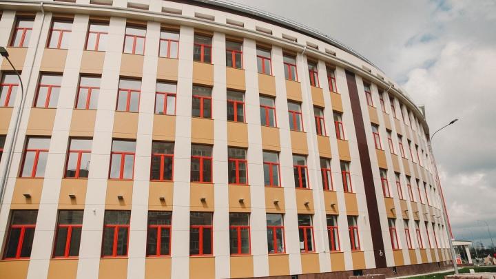 На установку КПП в тюменских школах потратят 16 миллионов. Но появятся они не везде