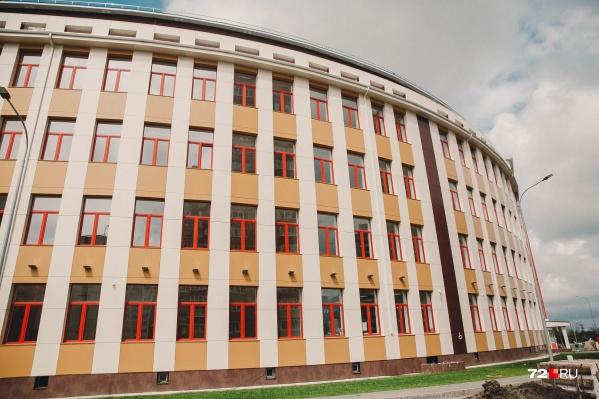 О безопасности в учебных учреждениях вновь заговорили после трагедии в Казани