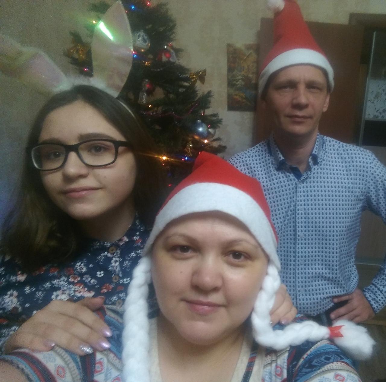 Наталья с младшей дочерью и мужем