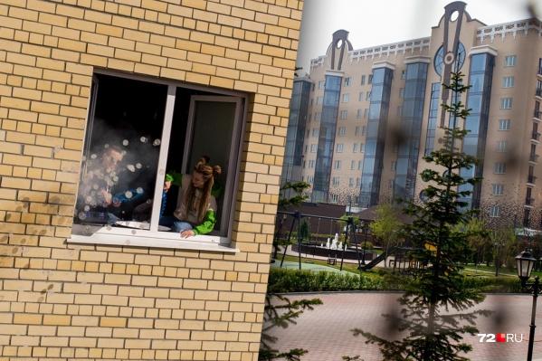 Стоимость квартир в элитных новостройках часто превышает 10 миллионов рублей. Не стоит забывать, что к этой сумме нужно добавить стоимость ремонта и покупку мебели