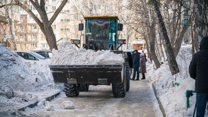 Анатолий Локоть назвал неразумным введение режима ЧС из-за снега во всем Новосибирске