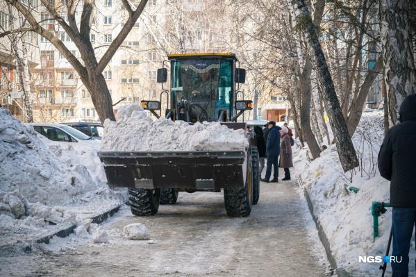 """На вывоз снега в феврале уже выделили <nobr class=""""_"""">26,5 млн</nobr> рублей"""