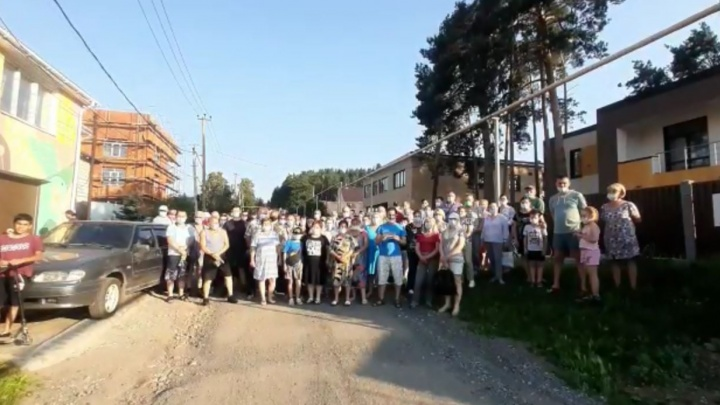Жители Цыганского поселка у «Радуга-парка» попросили Путина спасти их от сноса