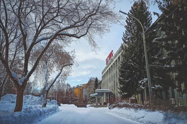 Парк УрГУПС — единственное облагороженное место для прогулок у реки в Заречном