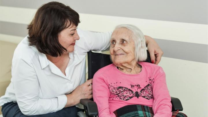 «Одна из болезней века»: как вовремя распознать деменцию и помочь близкому человеку