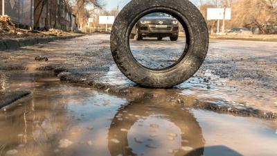 Попал в яму и потерял колесо? Рассказываем, на что может рассчитывать автомобилист