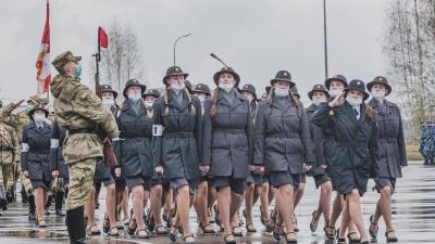 В масках под оркестр: смотрим фото с репетиции парада Победы в Перми