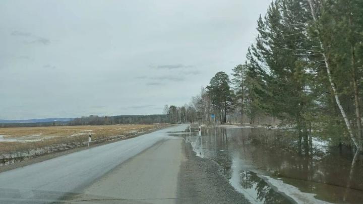 Обход Железногорска затопило паводком: водителей просят ехать в объезд