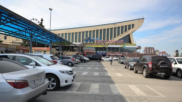 Закрытый автовокзал возле ДС «Юность» превратили в парковку, но это временно