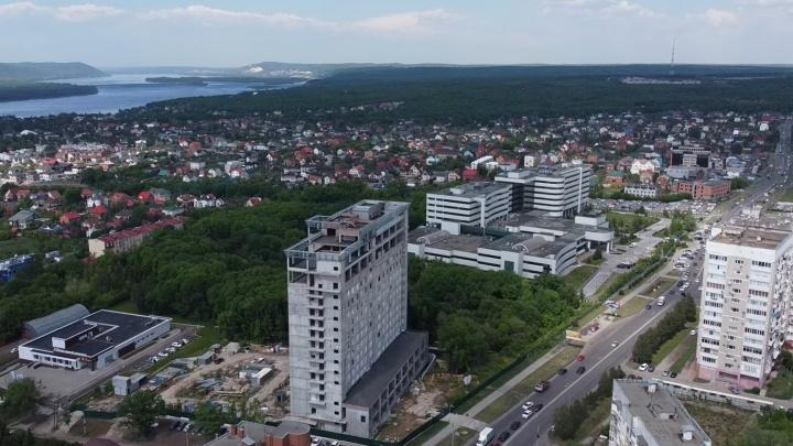 Отель-заброшка: блогер снял недостроенную высотную гостиницу на Солнечной