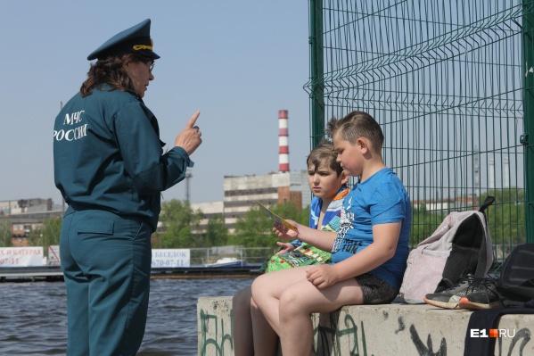 Детей заинтересовали яркие памятки
