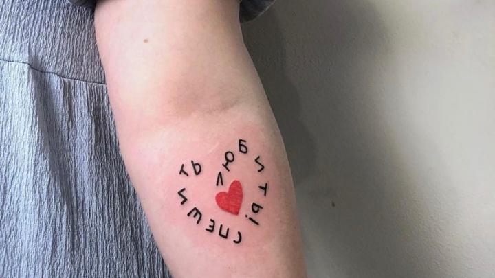 Самые странные тренды на тату: психолог объяснила, что кроется за желанием набить картинку