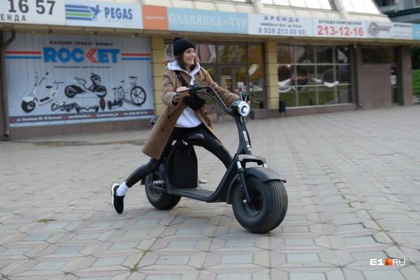 Самокаты, сегвеи, велосипеды — многие считают, что летний транспорт проще брать в прокат, чем покупать свой