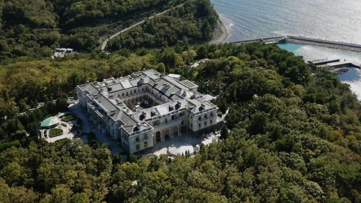 Найдите отличия: появилось видео дворца из расследования Навального