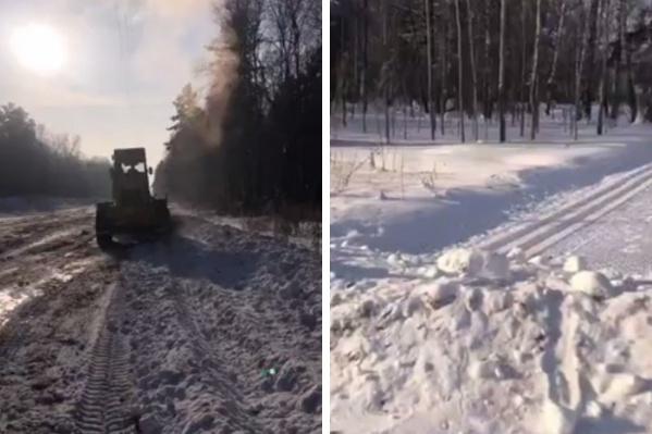 Трактор успел расчистить очень большую площадь