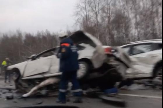 Двое погибли на месте: в Ярославской области произошло лобовое ДТП. Видео