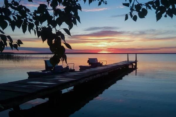 Невозможно просто взять и не сфотографировать закат над озером Ик