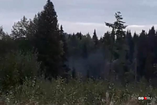 Фото с места падения самолета — еще виден дым