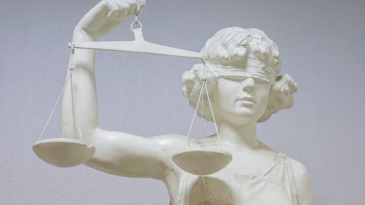 Адвокат полгода врал клиенту, что сократит ему срок за 5 миллионов. Теперь сам стал подозреваемым